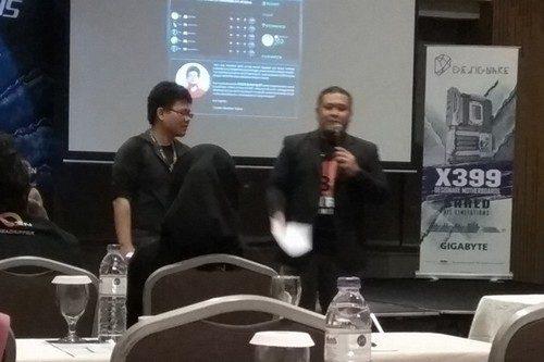 BlueFiber bersama sang MC acara, Gerry Eka