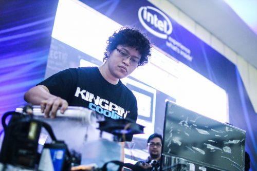 Alva Jonathan 'Lucky_n00b', Overclocker Pro no.1 Indonesia (foto: Intel Indonesia)