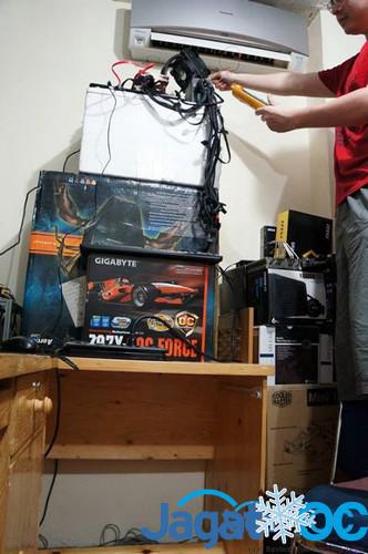 Salah satu perjuangan mencapai skor XTU tinggi: memasang AC di depan sistem!