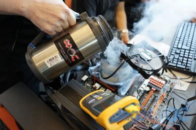 Menjaga suhu prosesor ideal ketika melakukan Geekbench 3 merupakan tantangan yang berat