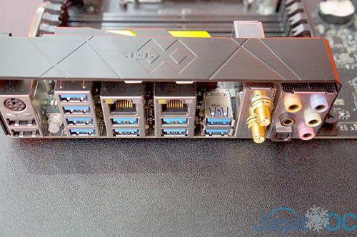 Tampak I/O Panel, disini MSI memberikan 2 buah USB 3.1!