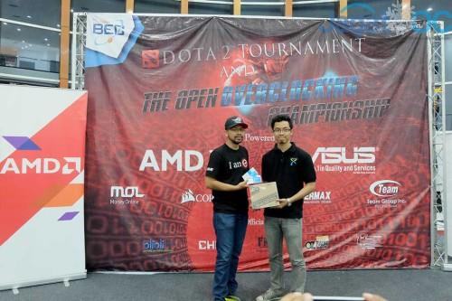 Aziz Maulana Arham mendapatkan hadiah tambahan karena mendapatkan score RealBench terbesar