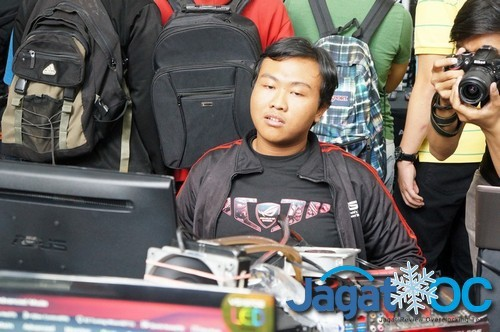 Faris dari Jogjakarta, nampak mulai lelah ketika lomba memasuki jam ke-4