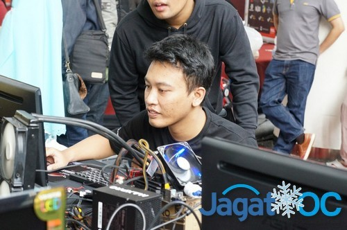 Bambang dari Jogjakarta, mengejar skor AIDA64 tertinggi