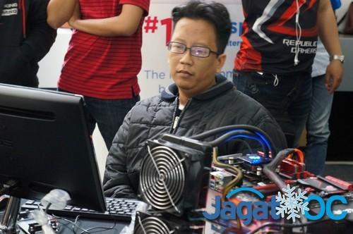 Ekky 'Jengkol', salah satu dari 2 peserta yang mencatatkan SuperPi 32M di bawah 14 menit