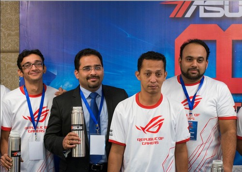 Kedua dari kiri, Vinay Shetty, Regional Director Component Business ASUS India