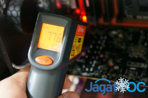 Suhu backside PCB yang menjadi tempat VRM dipasang saat load: 77C-an