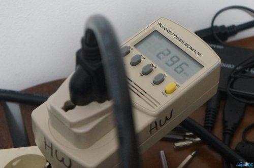 Konsumsi daya sistem sekitar 296Watt saat CInebench berjalan, normalnya sistem akan mengkonsumsi 120W-an.