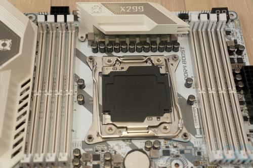 X299 TomahawkArctic 02